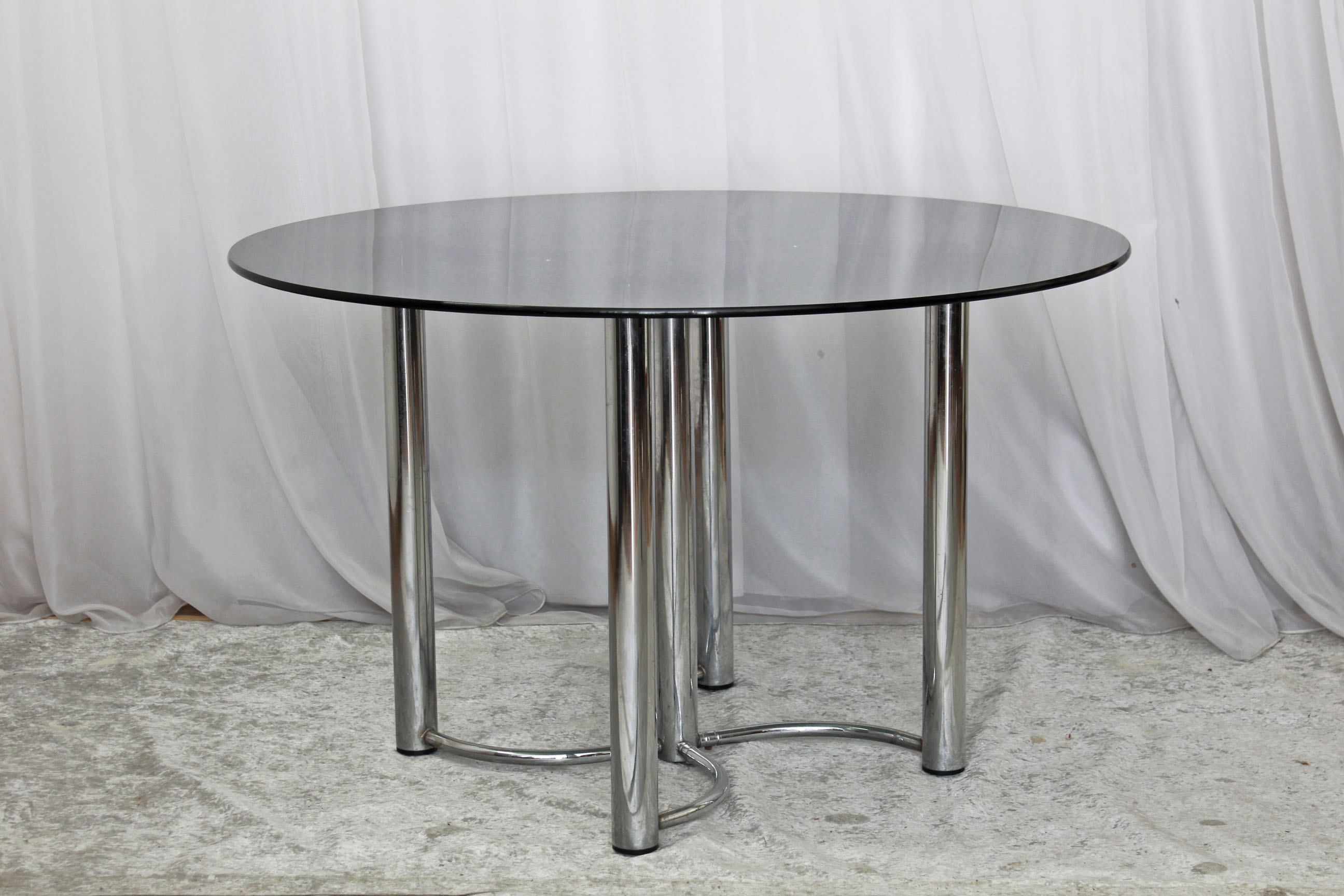 63_round_glass_table (3)